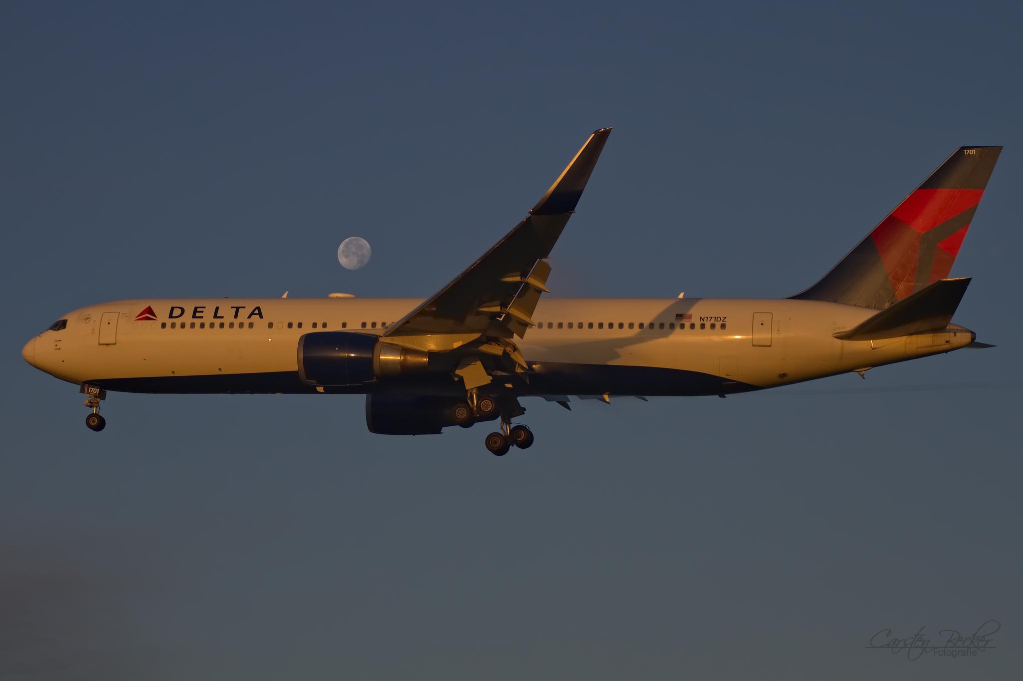 Delta Airlines B767 N101DZ_01