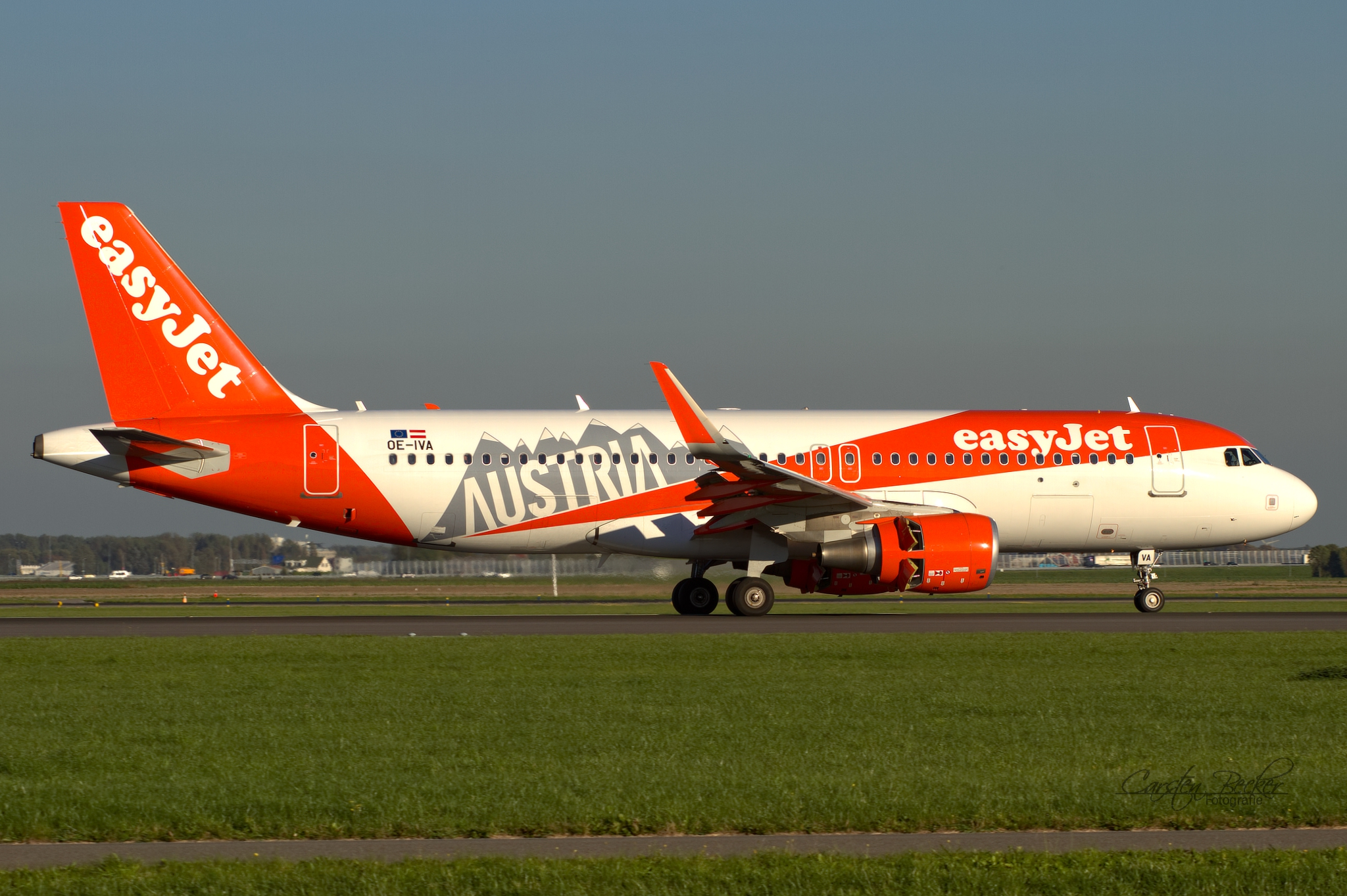 Easy Jet A320 OE-IVA Visit Austria